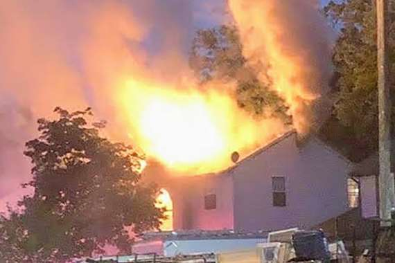 البرق يحرق منزلاً بولاية جيرسي الأمريكية