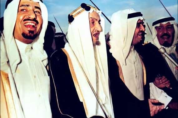 السعودية.. صورة نادرة تجمع 4 ملوك
