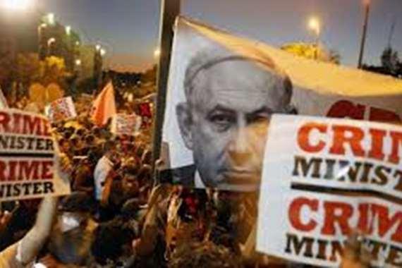 احتجاجات بالآلاف.. إسرائيليون يرفعون علم فلسطين أمام منزل نتنياهو