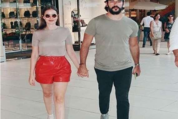 الفنان التركي وزوجته