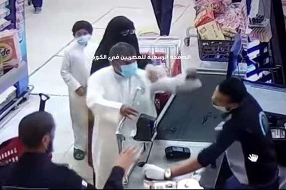 لحظة صفع الكويتي الشاب المصري
