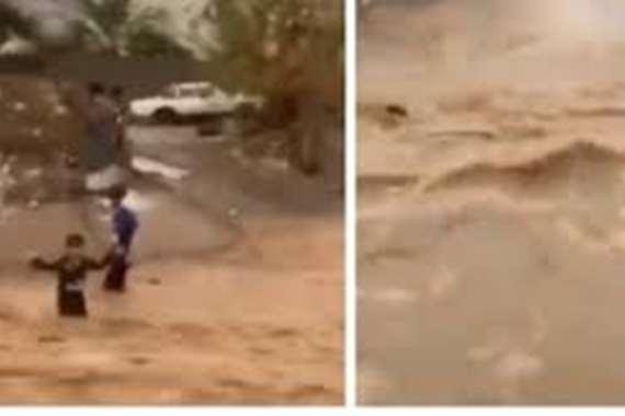 فيديو يوثق لحظة نجاة طفل سعودي جرّفته السيول