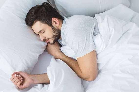 من آلام الظهر إلى ضغط الدم.. كيف يؤثر نومك على صحتك؟