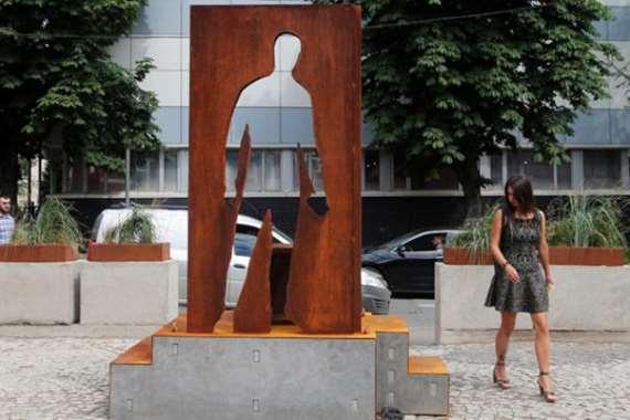نصب تذكاري لعمال الدليفري في هذه الدولة