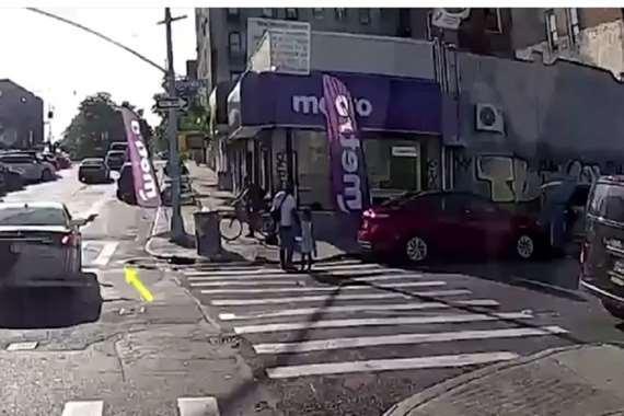 مقتل رجل برصاصة من سيارة أثناء سيره بالشارع