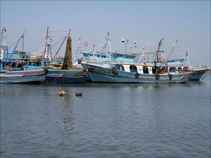 الحوثيون يحتجوزن عشرات الصيادين المصريين باليمن