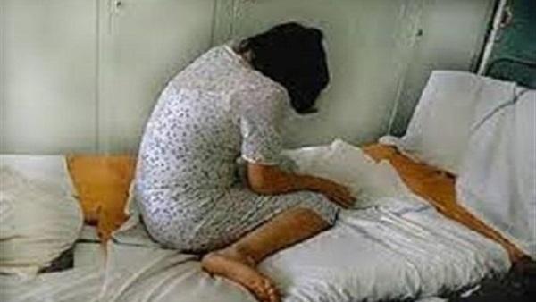 جزار يغتصب زوجة ابنه ويصورها عارية بالقليوبية