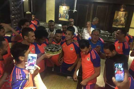 لاعبي المصرى البورسعيدى يحتفلون بكابوريا
