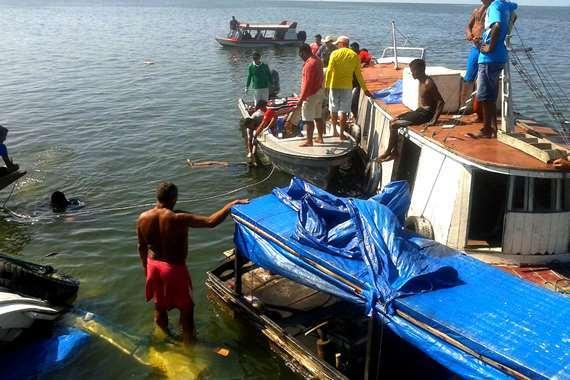 غرق المركب البحث عن مفقودين