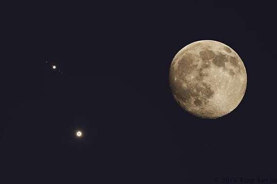 القمر وكوكبي زهرة والمشترى