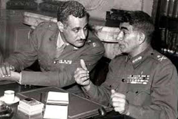 محمد نجيب وجمال عبدالناصر