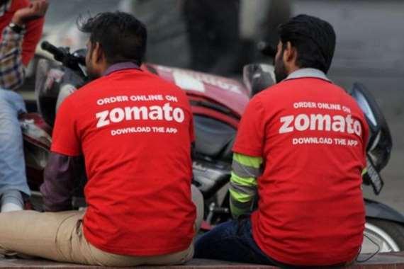 عمال التوصيل في مطعم بالهند