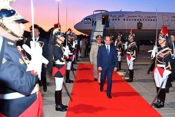 الرئيس السيسي لدى وصوله فرنسا