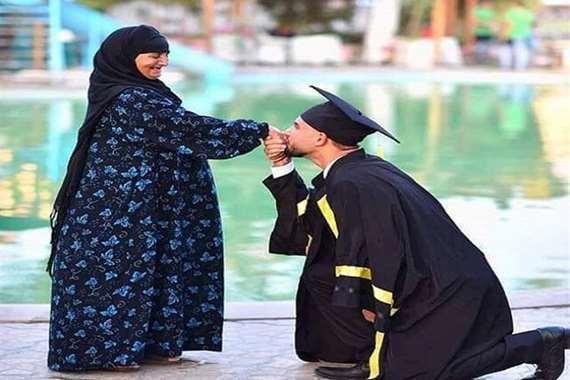 أحمد حجازي ووالدته