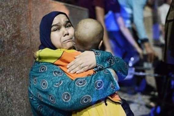 السيدة فايزة، والدة الطفل عبد الرحمن صاحبة أشهر صورة بحادث معهد الأورام