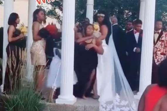 تقتحم حفل الزفاف وتفاجيء العروس بهذا الأمر