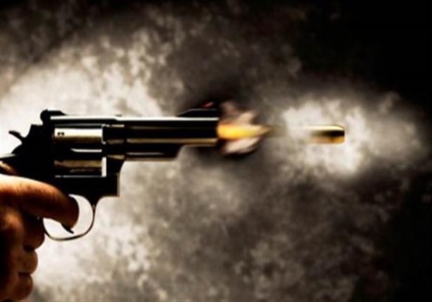 طلق ناري بالخطأ يقتل تاجرًا بالبحيرة