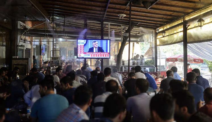 """""""الإعلام الجزائرية"""" تهدد بغلق 5 فضائيات"""