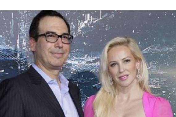 وزير المالية ستيفان موتشين وزوجته