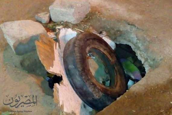 صورة غرفة الصرف الصحي مغطاه بكاوتش واحجار
