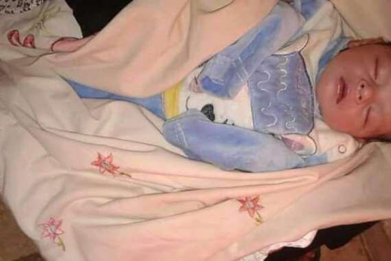 العثور على طفلة حديثة الولادة