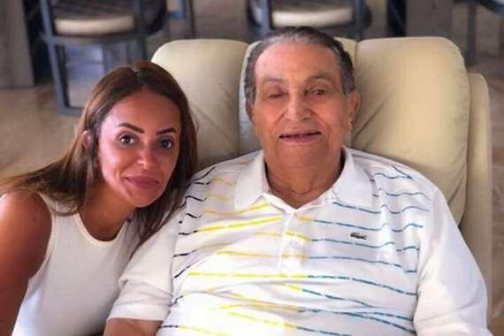 نجل مبارك يهاجم صحيفة شهيرة بسبب صورة والده
