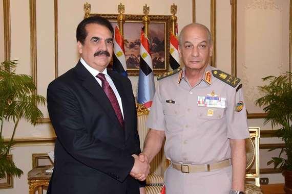 وزير الدفاع برفقة قائد التحالف الإسلامى العسكرى
