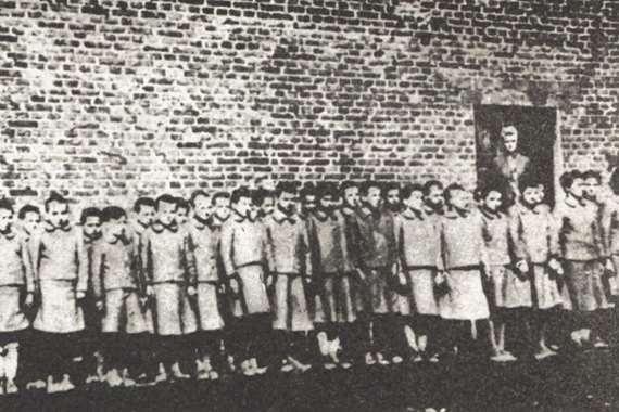 أطفال في مراكز الاعتقال النازية
