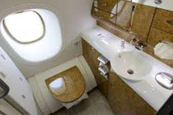 اموال مخبأة في مرحاض الطائرة