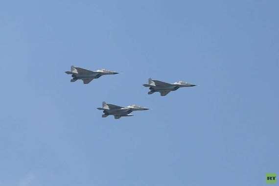 طائرات تحلق فى سماء القاهرة