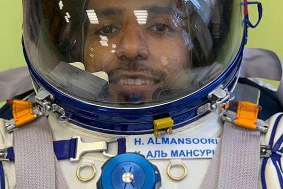 رائد الفضاء
