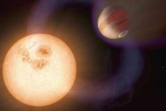 الكوكب الغازي الضخم يدور حول نجم قزم أحمر