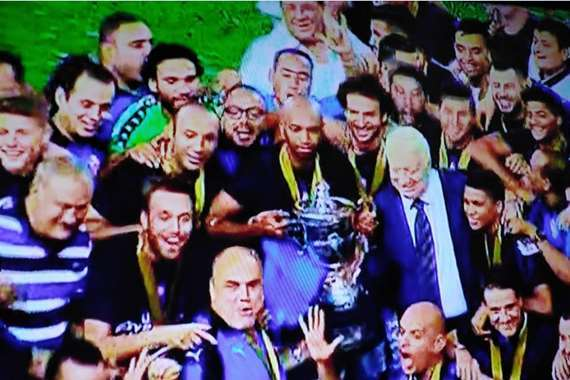 لاعبو الزمالك ولحظة رفع كأس مصر