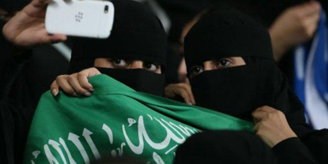الشرطة السعودية تمنع فتاة من حضور مباراة الاتحاد والشباب