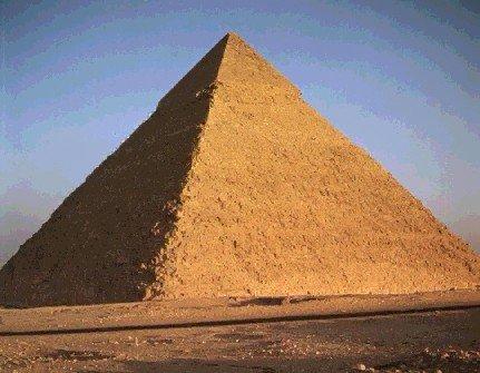 عالم مصريات يؤكد عدم وجود ممرات سرية أسفل هرم خوفو