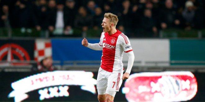 أياكس يطارد إيندهوفن على قمة الدوري الهولندي