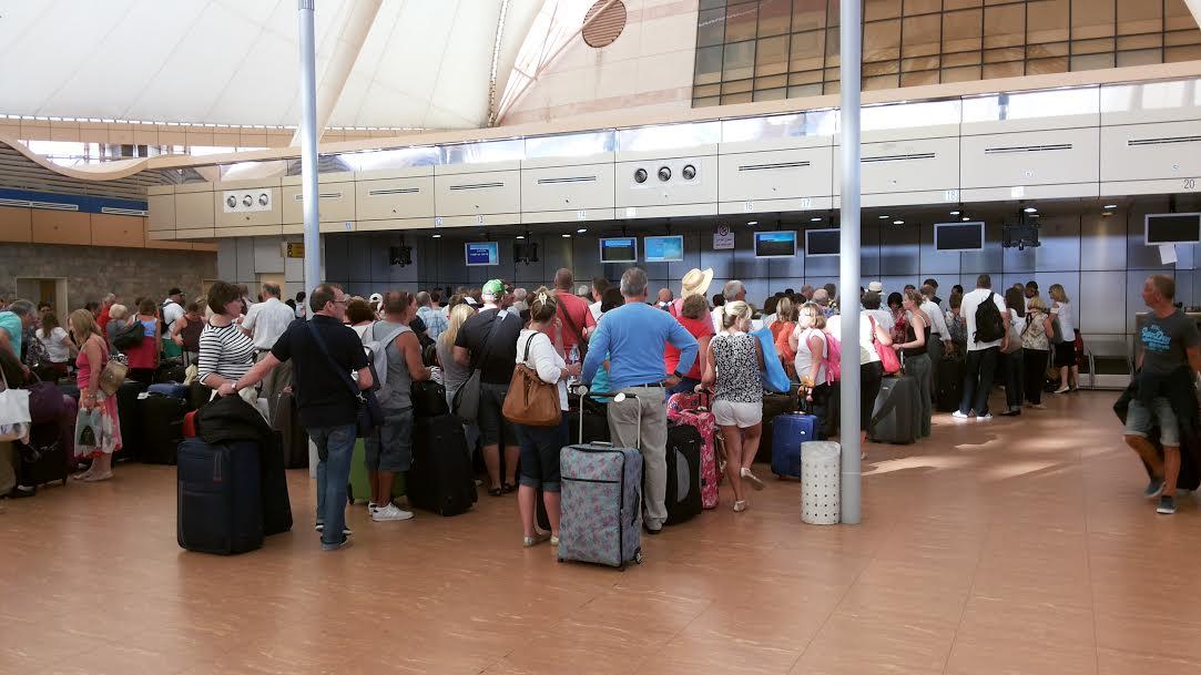 بـ15 جنيهًا استرليني تخترق أمن مطار شرم الشيخ