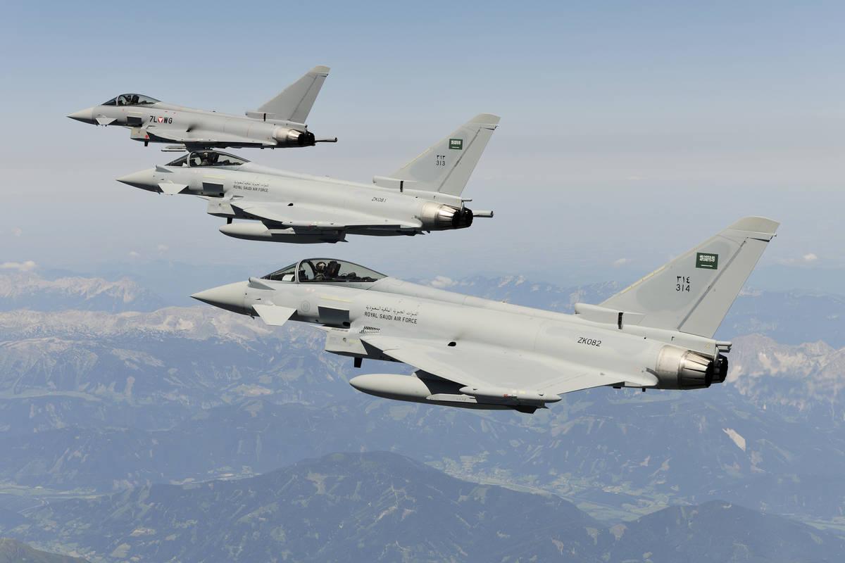 6 طائرات سعودية  تصل الإمارات للمشاركة فى علم الصحراء