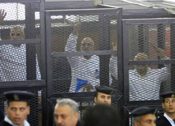 قيادات الإخوان تواجه اتهامهم في غرفة عمليات رابعة غدًا
