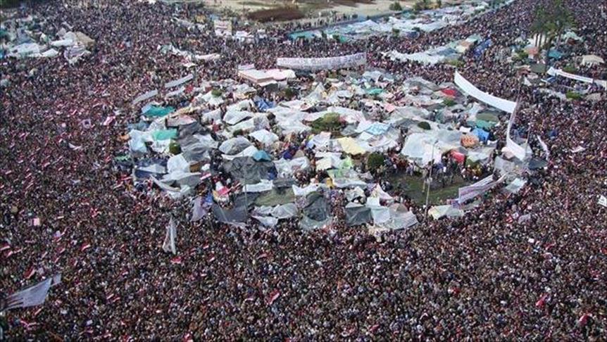 """ثورة يناير """"تلملم"""" وجوهها الأولى"""