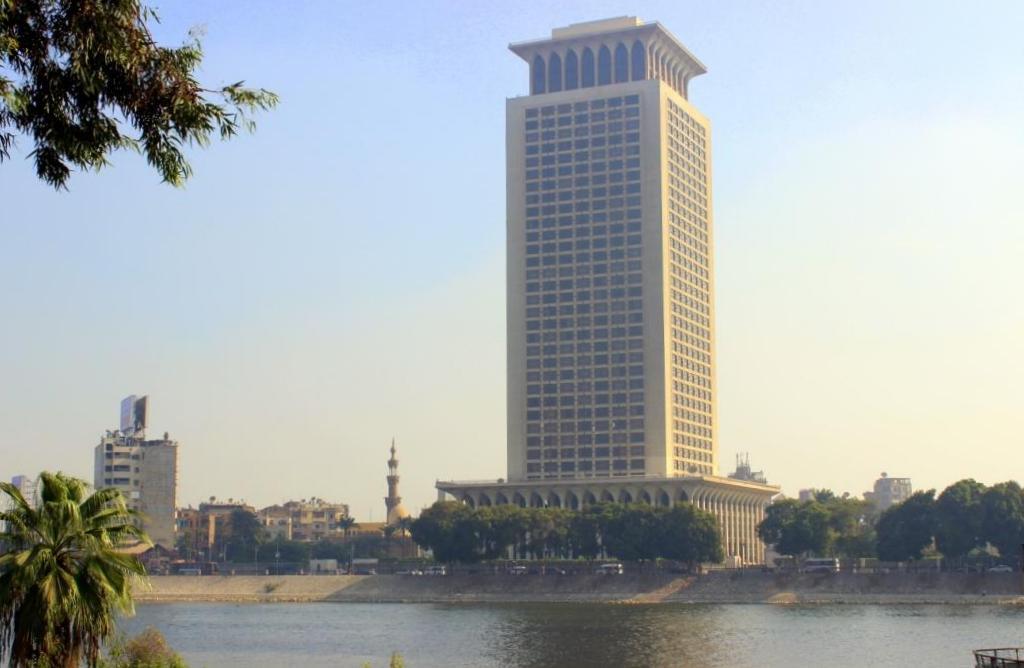 الخارجية المصرية تكشف مفاجأة عن تحذيرات السفارات