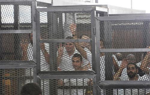 """سجناء في قضية رابعة: """"ننتحر لكم"""""""