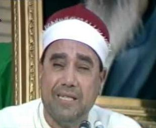 بالفيديو.. مصطفى غلوش يردد آذان الشيعة بإيران