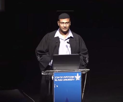 طالب مصري بحفل تخرجه: إسرائيل بلد متسامح