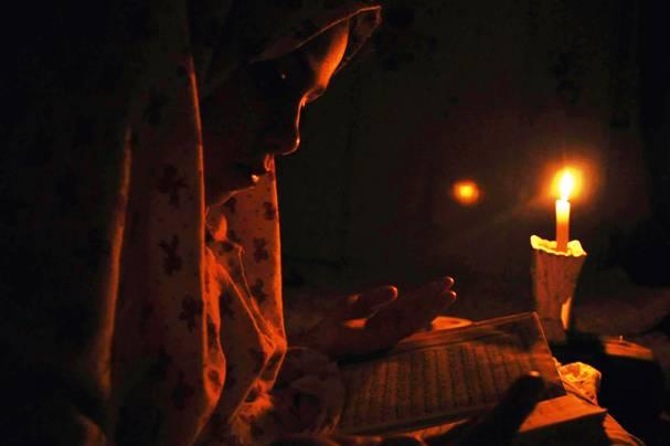"""""""كهرباء غزة"""": معدل العجز 80% بسبب العدوان الإسرائيلي"""