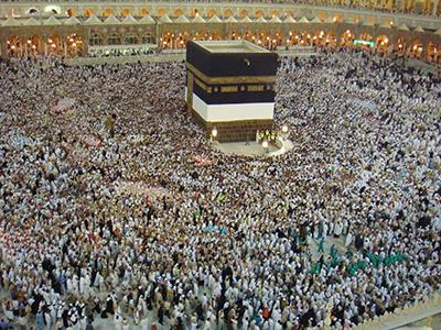 """بالفيديو: بكاء مؤثر لإمام المسجد النبوي أثناء قراءة """"الفاتحة"""""""