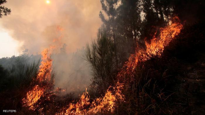 المئات يفرون من حرائق الغابات في إسبانيا
