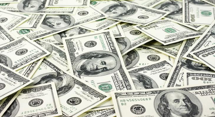 """""""الدولار"""" يتخطى حاجز الـ18 جنيهًا"""