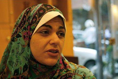 نوارة نجم تدافع عن الإخوان وتسخر من اتهامهم بقطع الكهرباء
