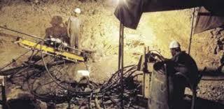 انتشال 11 عاملا من داخل منجم ذهب مهجور بجنوب أفريقيا
